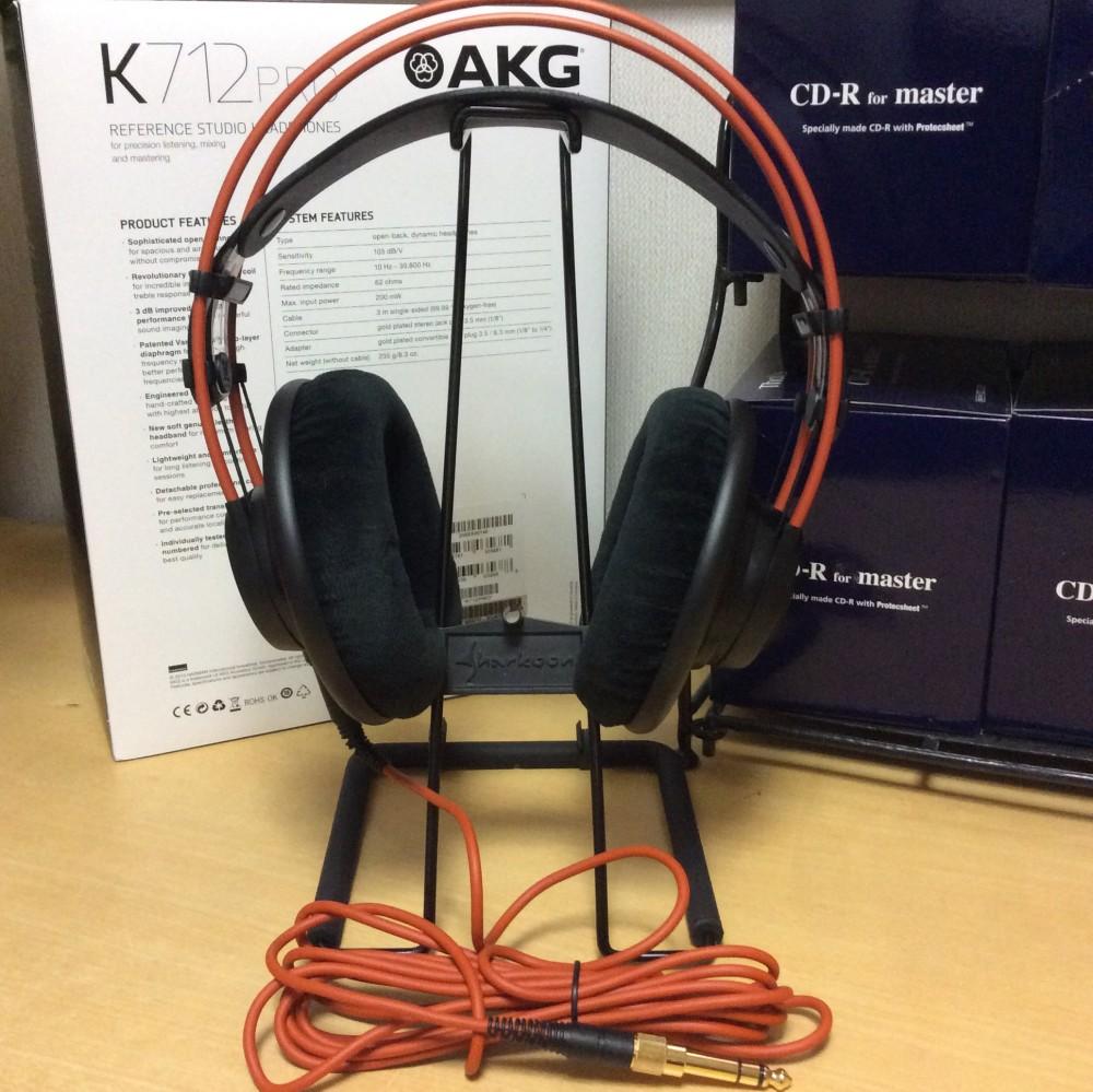 AKG K712