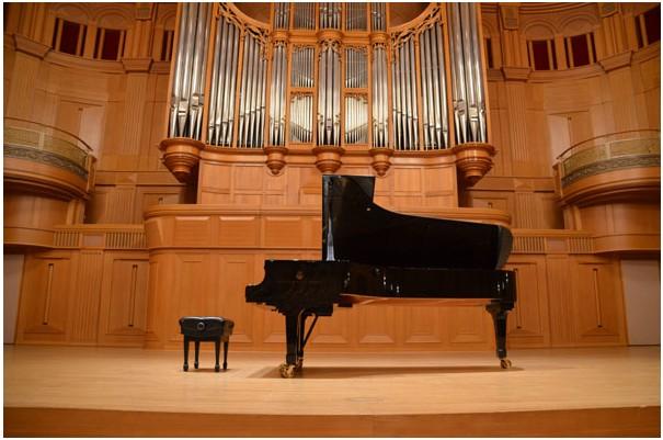 いずみホール ピアノ